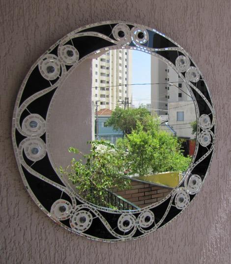 Espelho redondo com borda de vidro preto e espelho