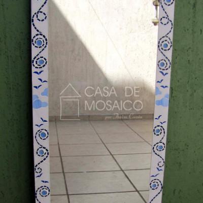 Espelho com borda em mosaico