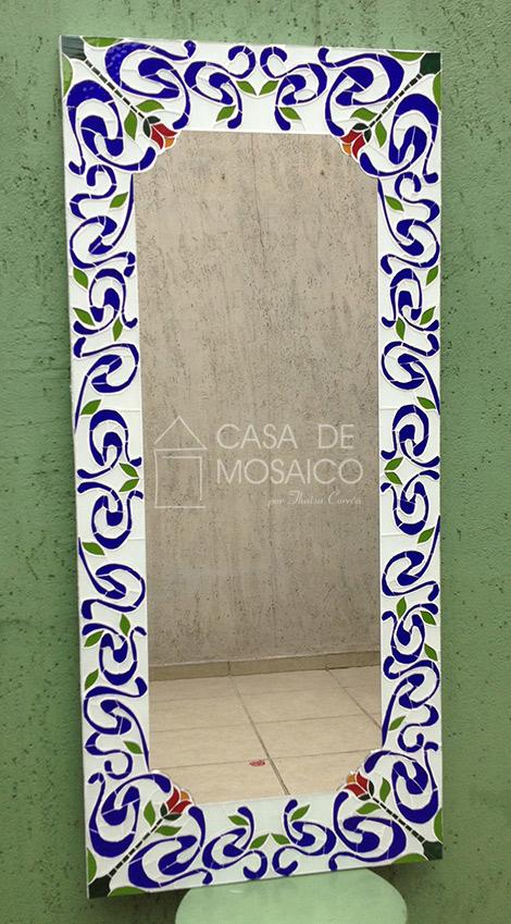 Espelho retangular com mosaico inspirado em ladrilho hidráulico