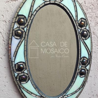 Espelho oval com mosaico preto e branco