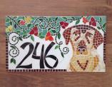 Número de mosaico para residência, com cachorro labrador