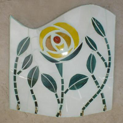 Porta-chaves em vidro com flor amarela e folhas