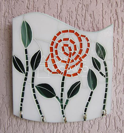 Porta-chaves em vidro com flor laranja e folhas