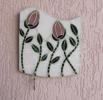 Porta-chaves em vidro com tulipas rosa e folhas