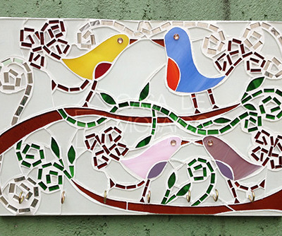 Porta-chaves com passarinhos em mosaico
