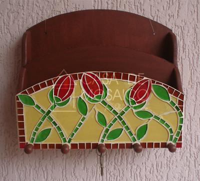 Porta-chaves e porta-cartas com tulipas vermelhas