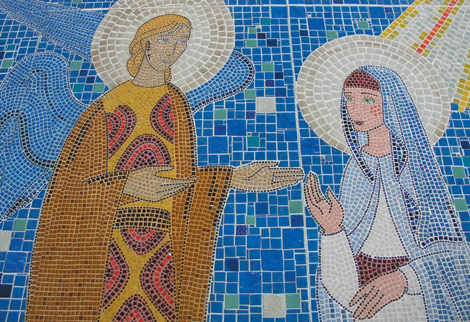 Parede em mosaico de vidro para altar de igreja