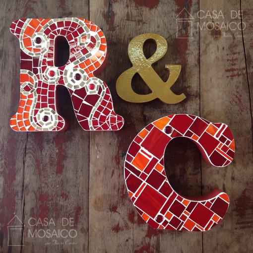 Conjunto de letras em mosaico de vidro