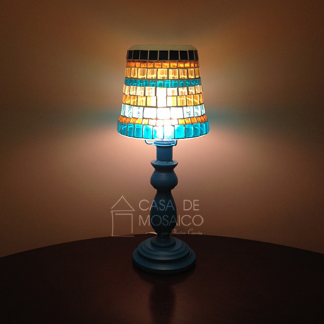 Luminária em mosaico de vidro
