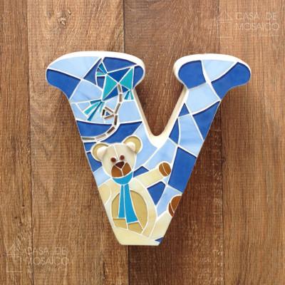 Letras decoradas em mosaico de vidro para porta de maternidade
