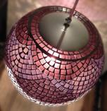 Luminária de mosaico Bambolê – tons de vinho