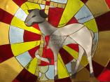 Painel de mosaico com símbolo eucarístico do Cordeiro