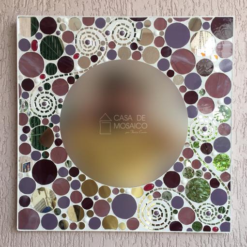 Espelho redondo com borda quadrada de mosaico de vidro em tons de rosa, vinho e espelho